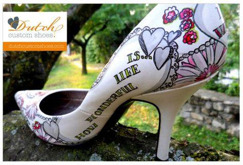 Handbeschilderde trouwschoenen worden exclusief voor jou gemaakt! Handpainted weddingshoes. Every pair is exclusive and specially made for you. #dutchcustomshoes.com