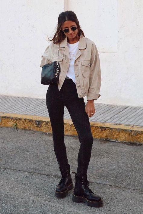 María Valdés - calça e coturno - coturno - inverno - street style