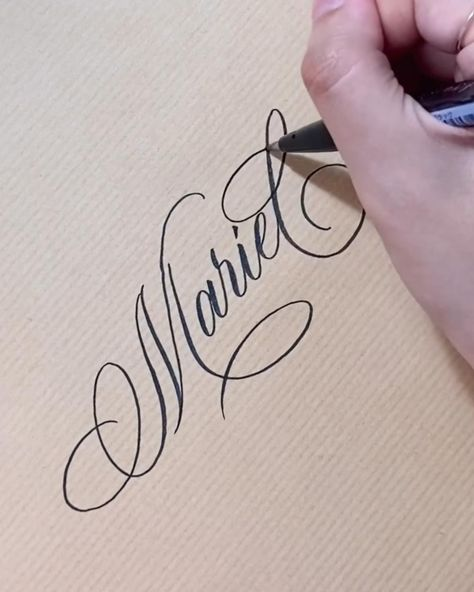 Calligraphy Course, Calligraphy Letters Alphabet, Calligraphy Tutorial, Calligraphy Drawing, Hand Lettering Tutorial, Hand Lettering Art, Doodle Lettering, Creative Lettering, Hand Lettering For Beginners