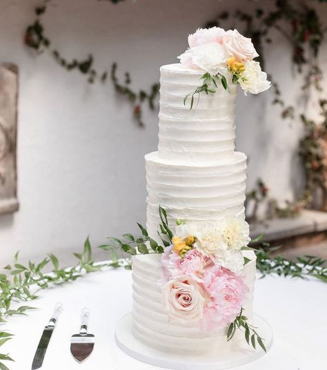 """Violet & Ivy Cake Design on Instagram: """"This rustic beauty stands tall at 24"""" with silky ridged buttercream and gorgeous fresh blooms. . . . . . . #rusticweddingcakes…"""""""