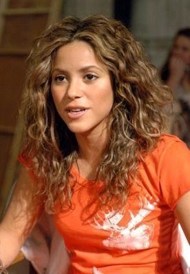 Shakira Photo Shakira Photo Shakira In 2020 Curly Hair Styles Hair Styles Long Hair Styles