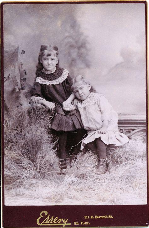 c1880 1889 2 Sweet Girls St Paul Minnesota Sepia Essery Cabinet Card Photograph