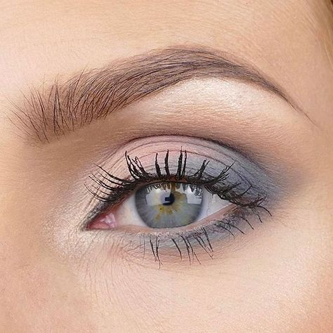 Blue Eyeshadow Looks Brown Eyes; Eyeshadow Looks Pink near Tutorial Eyeshadow Natural Nyx. Eyeshadow Looks For Navy Blue Dress Eye Makeup Remover, Eye Makeup Tips, Makeup Hacks, Makeup Art, Face Makeup, Makeup Ideas, Gray Eye Makeup, Makeup Inspiration, Makeup Brushes