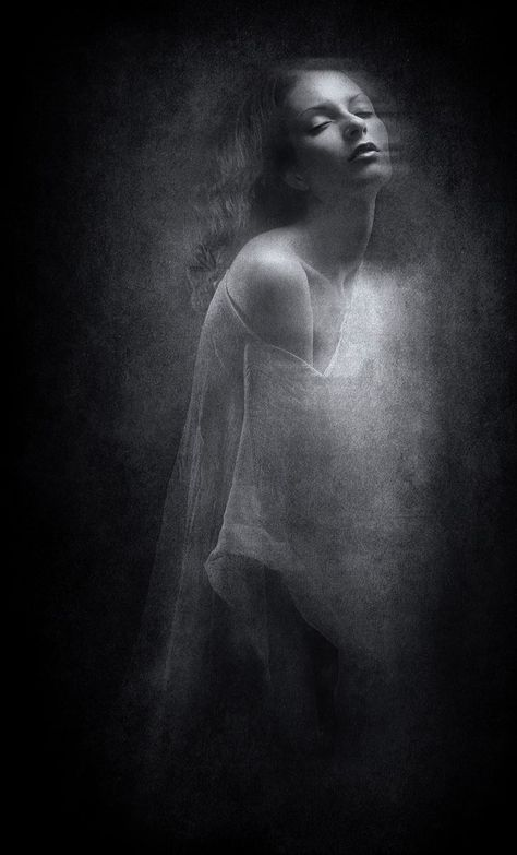 ☾ Midnight Dreams ☽ dreamy & dramatic black and white photography -