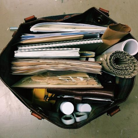 disposable camera School Bag Organization, Study Organization, Inside My Bag, What's In My Purse, What In My Bag, Work Bags, Study Hard, Book Aesthetic, Study Inspiration