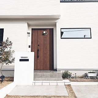 玄関 入り口 タマホーム 白黒 モノトーン マイホームのインテリア実例