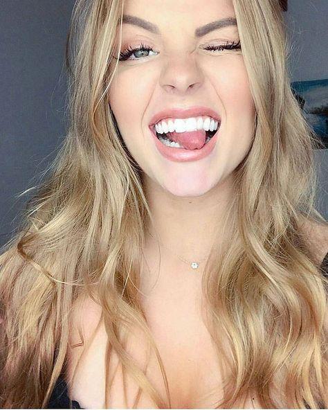 Reposting @tumblr.brasil.br: A pessoa é besta e ainda assim linda hahahaha  - - - - #blonde #rich #girl #girly #beautiful #beauty #sexyboobs #smile #smiles #ass #äss #boobs #bööbs #makeup #earings #legs #selfies #selfie #beauty #beautiful #cleavage #neckless #eyes #green #greeneyes #art #photo #photographer #photoshoot #life