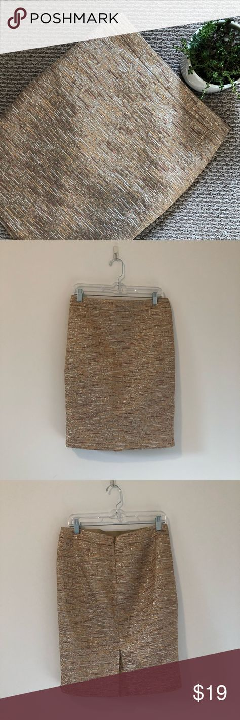 WILLI SMITH ✨ Textured Pencil Skirt WILLI SMITH ✨ Textured Pencil Skirt - like new, worn once - great color, texture and fabric - beautiful addition to any office or church wardrobe - exact measurements upon request Willi Smith Skirts Pencil