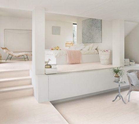 Idees De Plancher En Stratifie In 2020 Flooring Trends White Laminate Flooring Wood Laminate Flooring