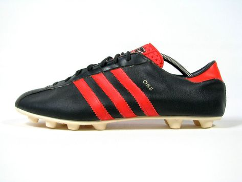 4289e6c9b4ffc vintage ADIDAS CHILE Football Boots uk 10  fr 44+ rare OG 70s made ...