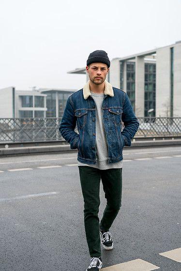 Kevin Elezaj - Vans Sneaker, Loom Cord Pants, Nike Sweater, Levi's® Jacket - Tired