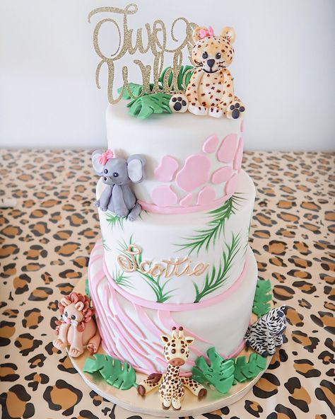 2nd Birthday Party For Girl, Jungle Theme Birthday, Second Birthday Ideas, Girl Birthday Themes, Luau Birthday, First Birthday Cakes, Safari Birthday Cakes, Jungle Theme Cakes, Safari Cakes