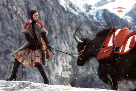 33 Snowy Fashion Spreads - From Winter Romance Editorials to Sizzling Ski Alps Shoots (TOPLIST)