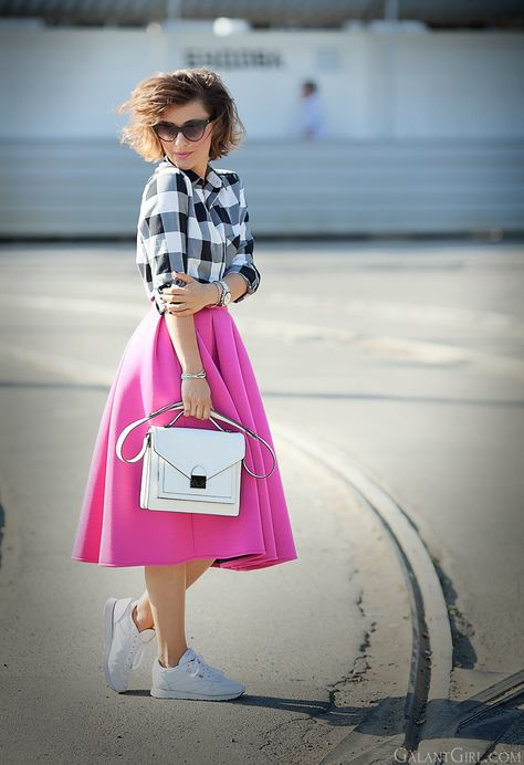 6ad8318ab75f pink-outfit-with-reebok-classic-sneakers-street-style-blogger-galantgirl