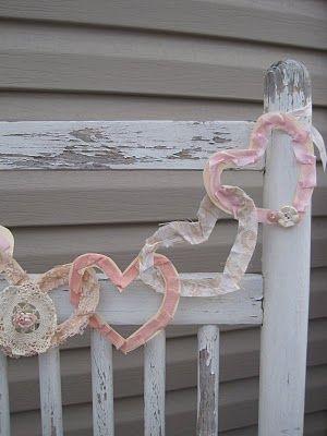 Intertwined heart garland