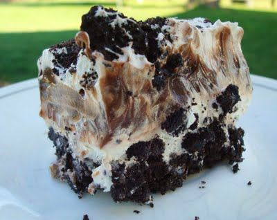 this no bake dessert of Oreos, cream cheese, powdered sugar, chocolate pudding, and cool whip layered together.