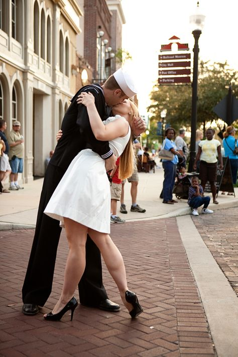 This couple re-created the infamous War's End Kiss in their engagement photos #military