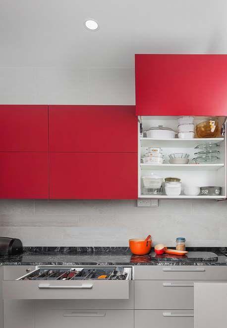 Cozinha vermelha e cinza