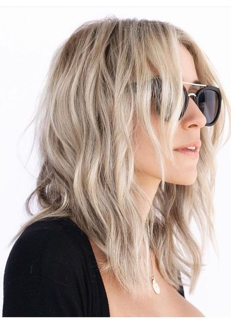 Kristin Cavallari Tells You Exactly How To Get Her Signature Beach Waves - This is why I love Kristin's style, it's both practical and pretty! Kristin Cavallari has always - Kristin Cavallari Hair, Medium Hair Styles, Short Hair Styles, Chica Cool, My Hairstyle, Hairstyle Ideas, Ombre Hair Color, Ombre Bob, Hair Colour