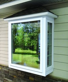 This One Lacks Trim, But Similar Windows: Large Single In Center And Small  Narrow Flanking (maybe Double Hung Or Casement). Box Bay ...