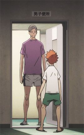 moments like these that illustrate really how short Hinata is, or how tall Lev is. Haikyuu Manga, Haikyuu Gif, Haikyuu Karasuno, Haikyuu Funny, Haikyuu Ships, Kuroo, Kagehina, Watch Haikyuu, Hinata