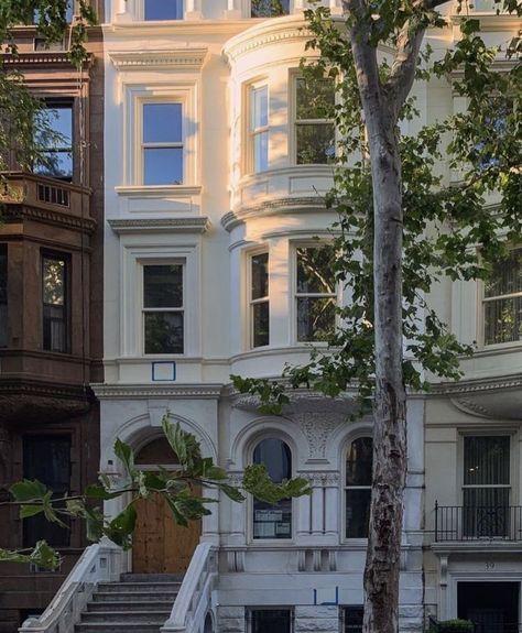 City Aesthetic, Aesthetic Vintage, Dream Apartment, Apartment Ideas, French Apartment, London Apartment, Interior Exterior, Exterior Design, House Goals