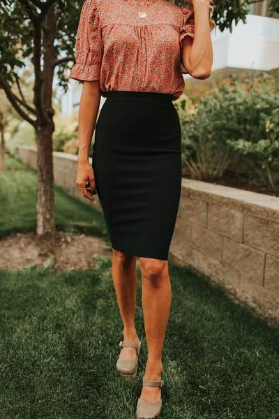 Black Pencil Skirt Outfit, Black Skirt Outfits, Pencil Skirt Casual, Pencil Skirt Outfits, Winter Skirt Outfit, Knee Length Pencil Skirt, Bodycon Skirt Outfit, Pencil Skirt Dress, Tube Skirt