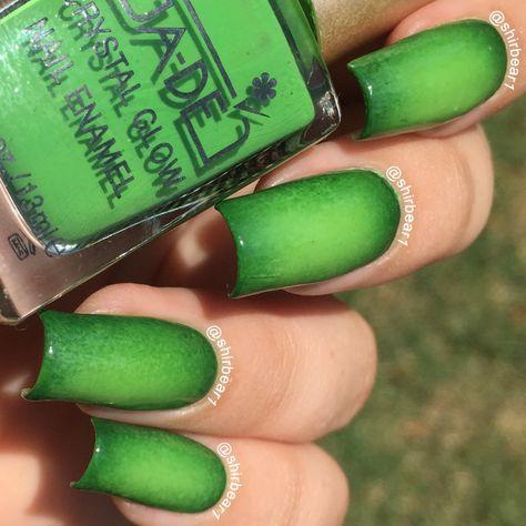 Green Circular Gradient nails