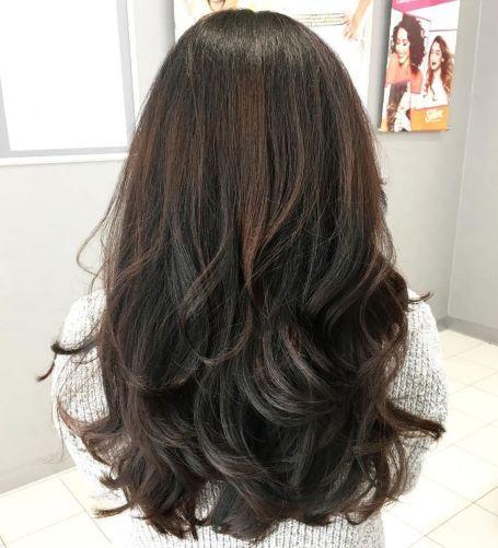 Schwarz Und Braun Stufig Geschnittenes Haar Lange Haare Haarschnitt Lange Haare Haarschnitt