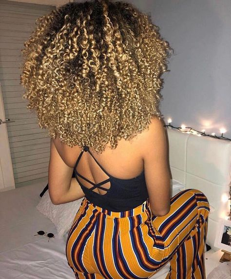 Big drip what chu call it 💧 Dyed Curly Hair, Big Curly Hair, Dyed Natural Hair, Dye My Hair, Curly Girl, Curly Hair Styles, Natural Hair Styles, Baddie Hairstyles, Cool Hairstyles