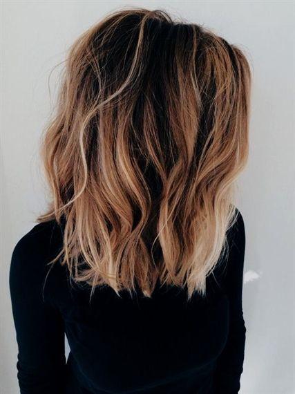 Combinaison Carre Ondule Et Balayage Cheveux Ondulations Legeres Et Look D Ete Coiffure De Plage Ombrehair Thick Hair Styles Medium Hair Styles Hair Styles