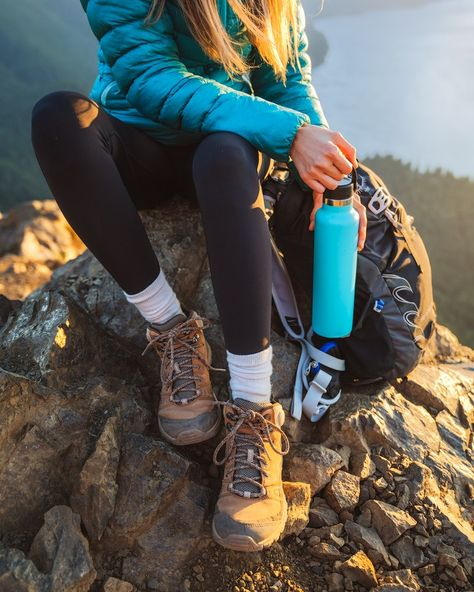 Holy Grail Hiking and Camping Gear - 2019 Edition - Renee Roaming - Hydroflask food gear meals tips Appalachian trail gear gear tips backpacking camping Camping And Hiking, Hiking Gear, Hiking Backpack, Hiking Boots, Women Camping, Camping Tips, Tent Camping, Hiking Guide, Winter Camping
