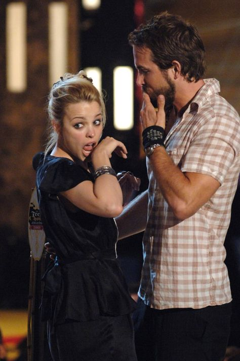 Pin for Later: 24 Incredible Things That Happened at the 2005 Teen Choice Awards And Then She Made This Face
