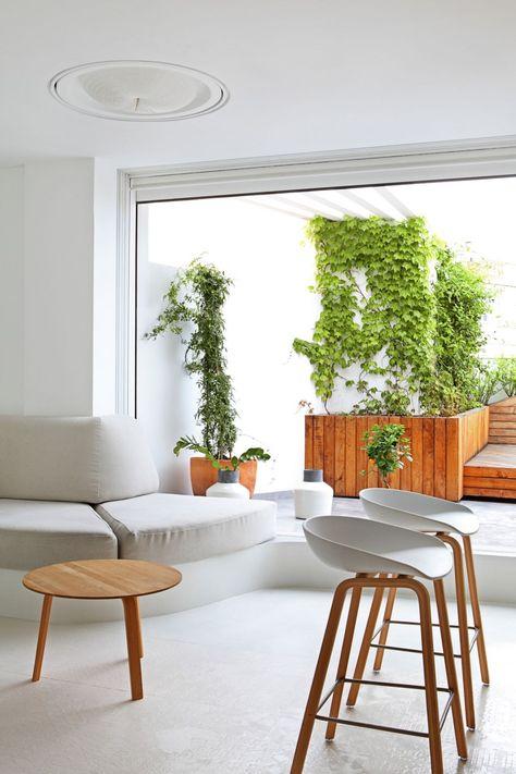 Josep Ruà Spatial Designer Creates a Contemporary Apartment in - badewanne eingemauert modern