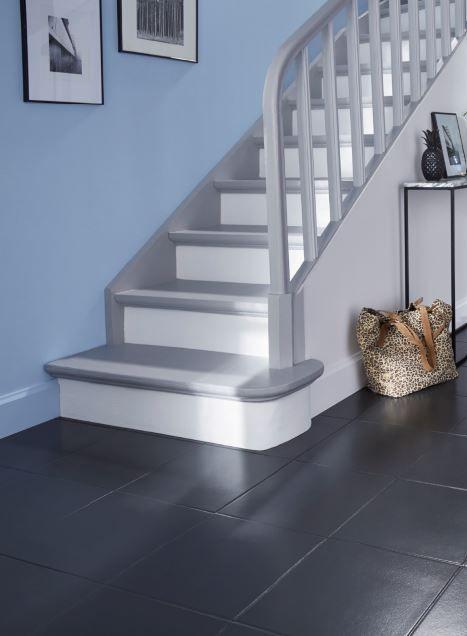 Donnez Une Nouvelle Jeunesse A Votre Escalier Avec Une Peinture Speciale Sol Ultra Resistante Renovation Escalier Bois Peinture Escalier Bois Peinture Escalier