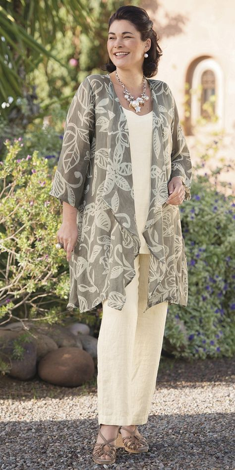 solid-color top and bottom with patterned kimono top. Zomerse combinatie