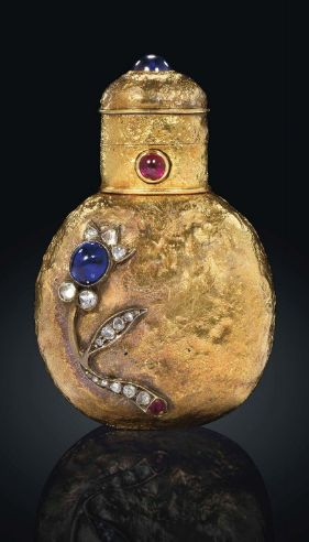 A JEWELLED GOLD SCENT-BOTTLE BY FABERGÉ, WITH THE WORKMASTER'S MARK OF AUGUST HOLMSTRÖM, ST PETERSBURG, CIRCA 1890. the interior of the cover set with a mirror.