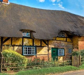 Thatched Cottage In The Village Of Nether Wallop In Hampshire In 2020 Thatched Cottage English Cottage Garden English Cottage