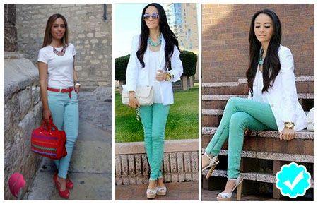 como combinar unos pantalones turquesa con una blusa blanca