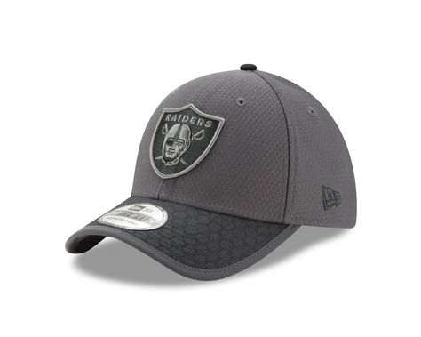 Oakland Raiders Graphite NFL17 Sideline 39THIRTY Flex Fit Hat By New ... cb911af3b