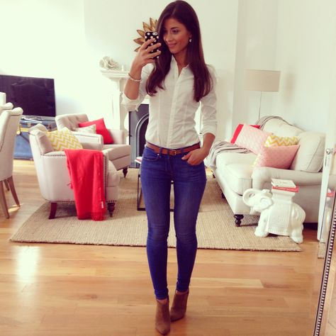 Mimi Ikonn | Fall outfit, white dress shirt and jeans