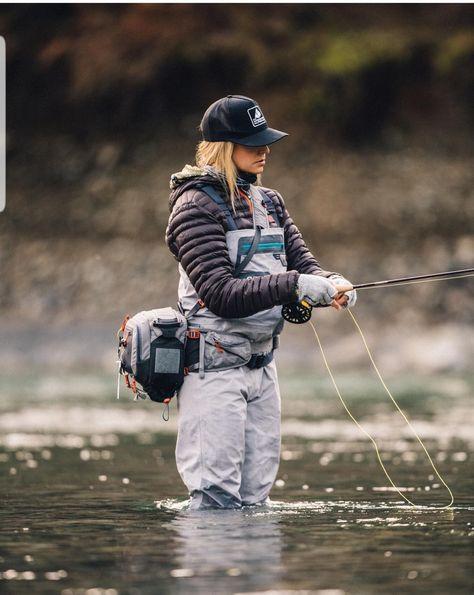 Fly Fishing Girls, Fishing World, Fly Fishing Gear, Sport Fishing, Gone Fishing, Country Girl Life, Cute Country Outfits, Fishing Photos, Fishing Photography