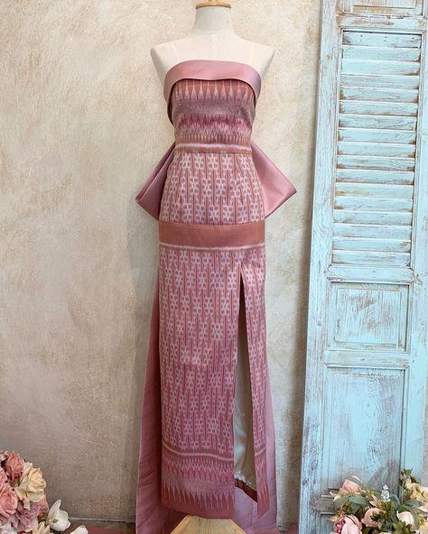 Elegant Dresses, Pretty Dresses, Thai Dress, Thai Style, Traditional Dresses, Silk Dress, Stylish Outfits, Indian Fashion, Designer Dresses