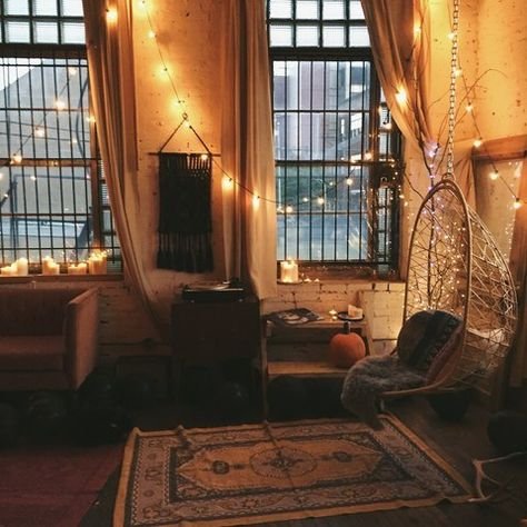 I just really like the lighting in this room. It makes me feel calm and relaxed. *мільйон диких троянд*
