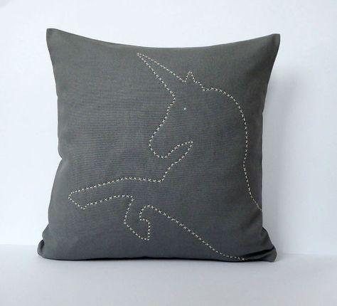 Einhorn Kissen Grau Weiß 40x40 Handgestickt 100