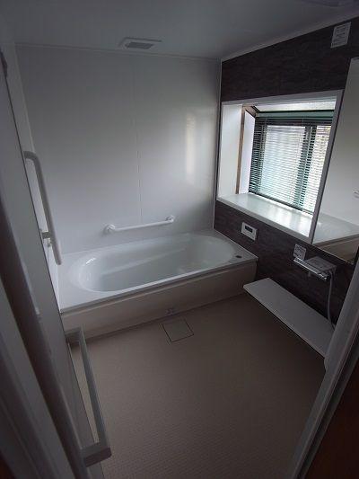 お風呂リフォーム Totoのシステムバス サザナ 1620サイズ 人気の ほっからり床 です 広くて暖かいお風呂なら在宅介護も安心ですね お客様より 仕事が終わった後