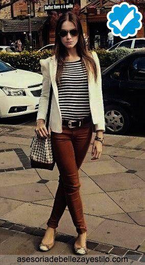 Combinar Pantalon Marron Oscuro De Mujer Y Un Blazer Blanco Pantalon Cafe Mujer Pantalon Cafe Pantalones Marrones