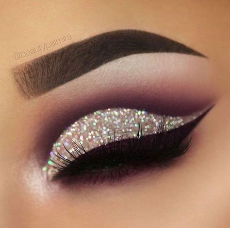 Sep 28, 2019 - Trying to find the perfect makeup look? Check out these beautiful prom and pageant makeup inspiration! Whenever you want to stand out, make sure your eyeshadow pops! #makeup #eyeshadow #pageantmakeup #prommakeup #pageant #prom