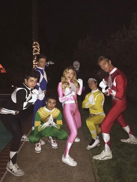 From Gigi Hadid to Taylor Swift Every Costume Your Favorite Celebrities Wore This Halloween Carneval Trends Power Rangers Halloween Costume, Cute Group Halloween Costumes, Celebrity Halloween Costumes, Disney Costumes, Couple Halloween, Halloween Outfits, Halloween Halloween, Group Costumes For 4, Zombie Costumes
