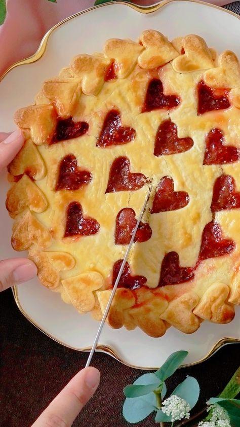 ハートが可愛いジャムタルト♡ さくさくクッキーとねっとりジャムの相性抜群! ジャムは他のフルーツで試してみても♪